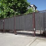 Sztachty plastikowe używane są głównie do bram.